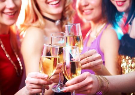 Вино повышает или все-таки понижает давление?