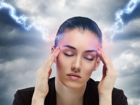 При каком атмосферном давлении болит у человека голова?