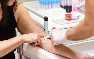 Как подготовиться к общему анализу крови? Его сдают натощак или нет? Почему нельзя принимать пищу?