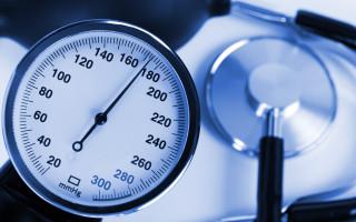 На какой руке лучше измерять артериальное давление