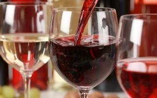 Вино повышает или понижает давление: как влияет?